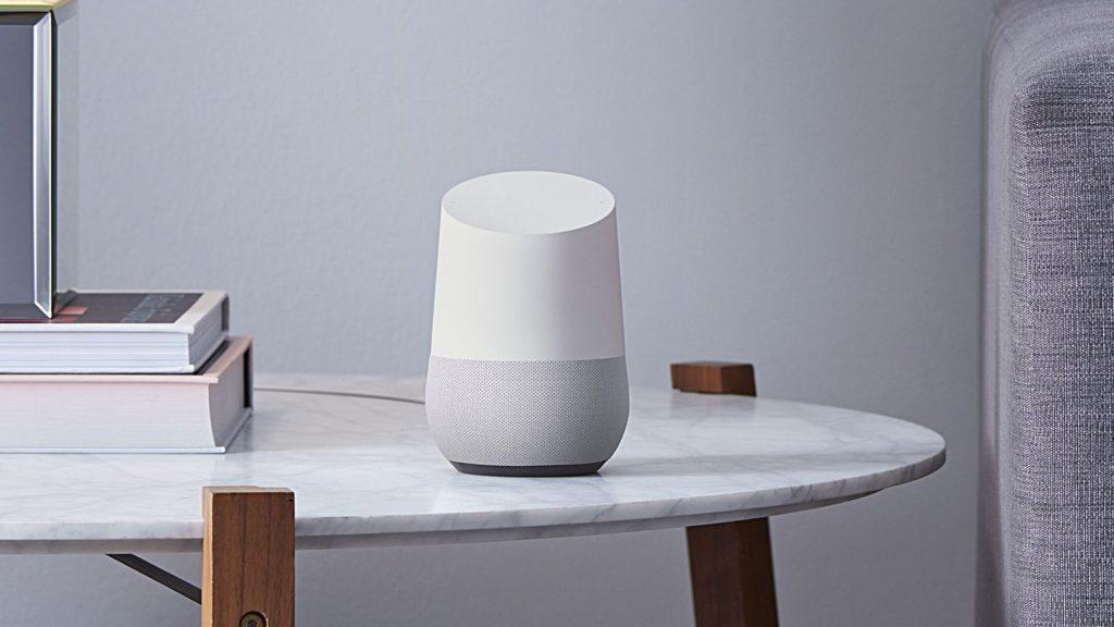 Produtos como o Google Home nos fazem acreditar que as interações do futuro não serão feitas de botões. Crédito da imagem: TheVerge